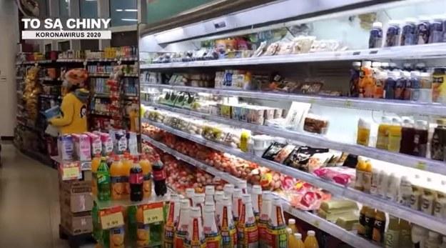 W tej chwili w sklepach nie brakuje produktów /Kadr z filmu Wykryto u nas koronowirusa /