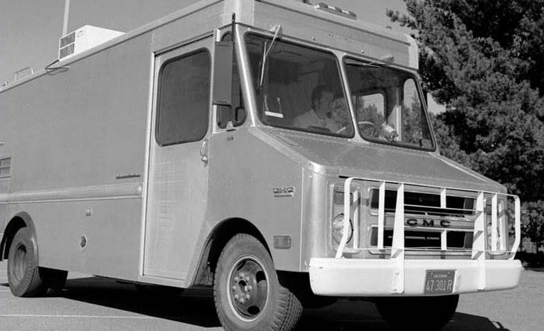 W tej ciężarówce narodził się Internet. Służyła ona za ruchome laboratorium testujące protokoły TCP/IP /Getty Images/Flash Press Media