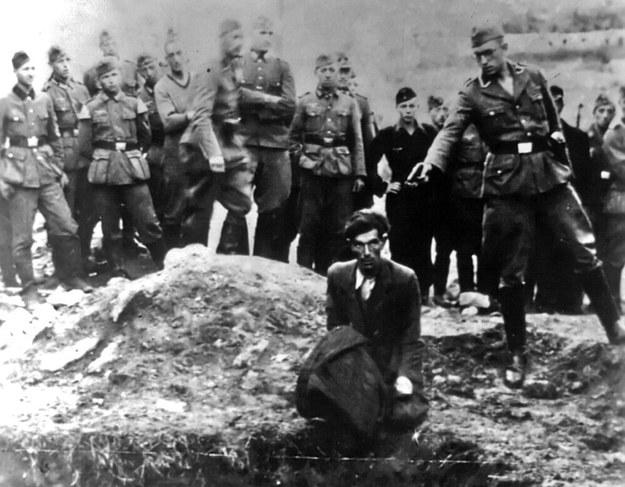 W ten sposób mordowały niemieckie grupy operacyjne policji bezpieczeństwa tzw. Einsatzgruppen /World History Archive /East News