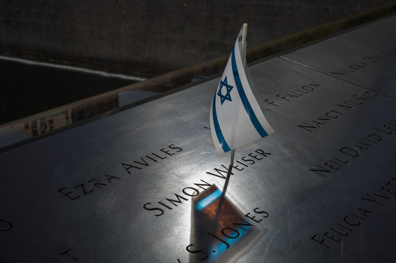 W teoriach spiskowych pojawił się także wątek żydowski... /Shahar Azran /Getty Images