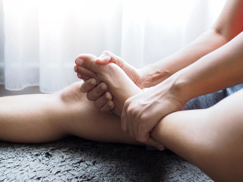 W tężyczce utajonej mogą się pojawić lekkie i okresowe skurcze mięśni oraz nadpobudliwość emocjonalna /123RF/PICSEL