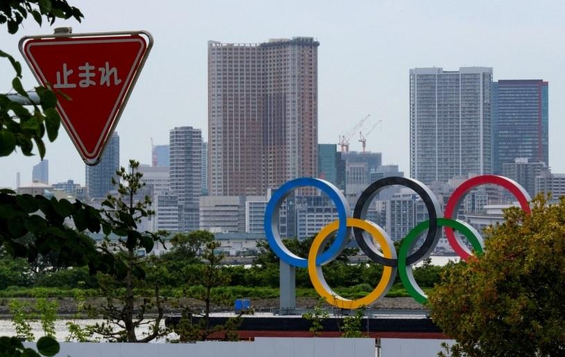 W Tokio widać dekoracje przypominające o zbliżających się igrzyskach. Czy uda się je zorganizować w trudnym czasie pandemii? /KAZUHIRO NOGI/AFP /AFP