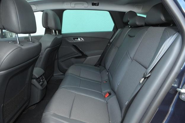 W topowej wersji wyposażeniowej Allure siedzenia są częściowo obszyte skórą. /Motor