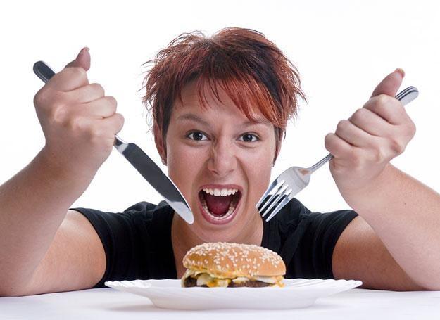 W towarzystwie osób otyłych jemy wiecej, niż zamierzaliśmy /© Panthermedia