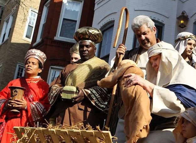 W tradycji biblijnej, Trzej Królowie zjawili się  z darami: złotem, mirrą i kadzidłem /Getty Images/Flash Press Media