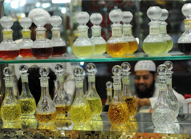 W tradycyjnej indyjskiej perfumerii /AFP