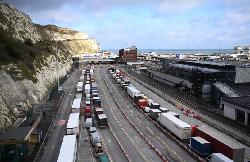W trakcie akcji testowania kierowców w Dover zużyto ponad 1,2 tys. testów / ANDY RAIN    /PAP/EPA