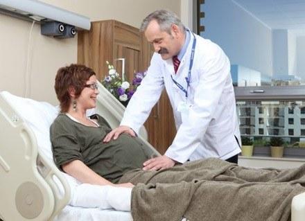 W trakcie ciąży kobieta powinna mieć prawo do wyboru miejsca i sposobu porodu /materiały prasowe