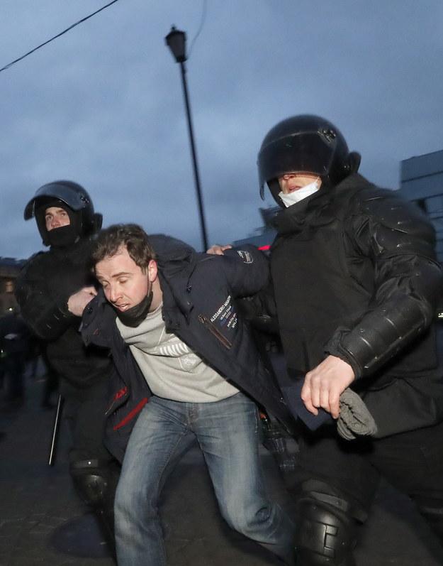 W trakcie manifestacji doszło do wielu zatrzymań /Sergei Ilnitsky /PAP/EPA