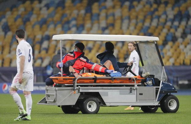 W trakcie meczu kontuzji doznał piłkarz Szachtara Sergiej Dolzhenko /PAP/EPA