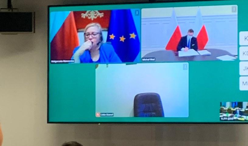 """W trakcie obrad komisji prezes Małgorzata Manowska wspomagała się """"dymkiem"""" /Twitter"""