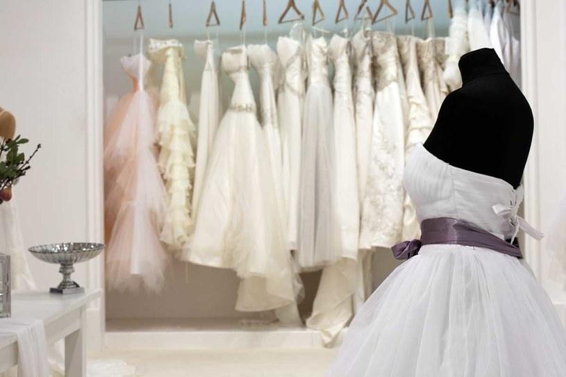 W trakcie poszukiwań sukni ślubnej spotkasz się z całą paletą odcieni bieli i kremu /Can stock photo inc /Wedding