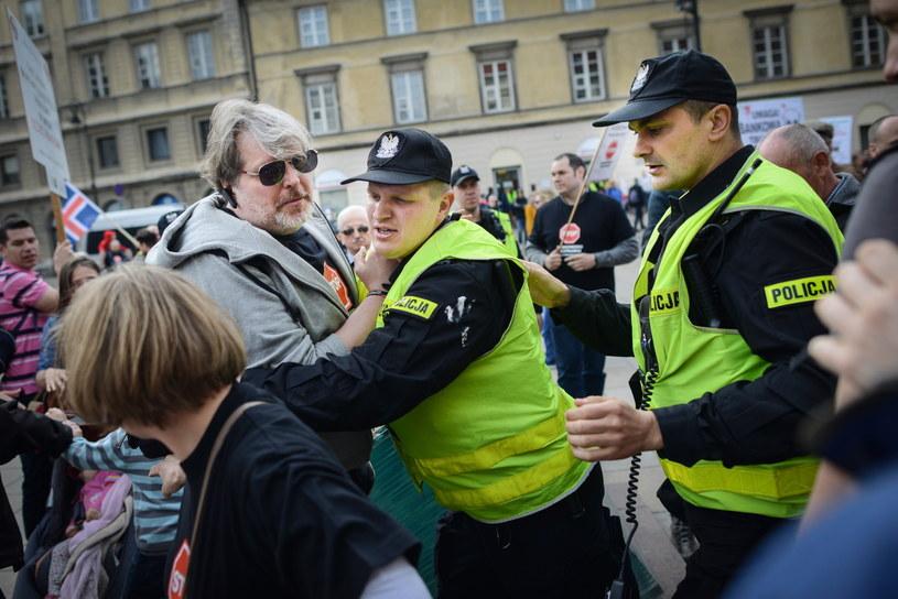 W trakcie protestu doszło do przepychanek z policją /Jacek Turczyk /PAP