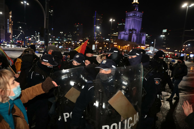 W trakcie protestu doszło do przepychanek z policją /Piotr Molecki /East News