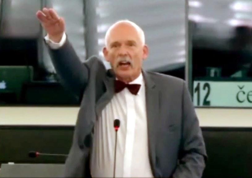 W trakcie swojej wypowiedzi, polityk wykonał taki gest, fot. Laski Diffusion /East News