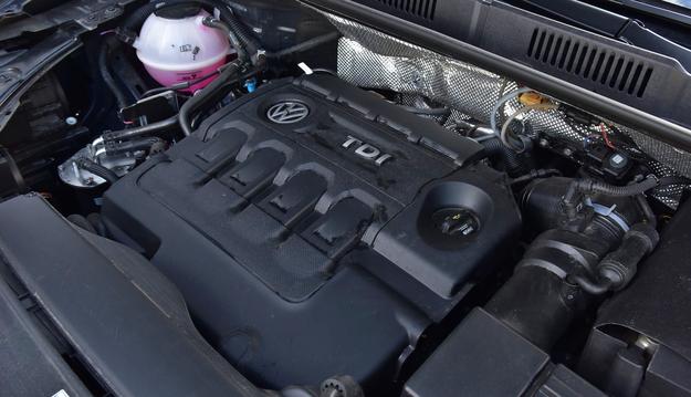 W trasie silnik zużywa zaledwie 5 l na 100 km, ale w mieście spalanie sięga 9 l/100 km. /Motor