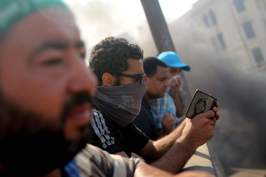 W trwających od środy zamieszkach zginęło ponad 600 Egipcjan /ABIR ABDULLAH  /PAP/EPA