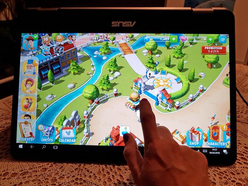 W trybie tabletu ASUS VivoBook Flip 14 świetny jest do gier /Styl.pl