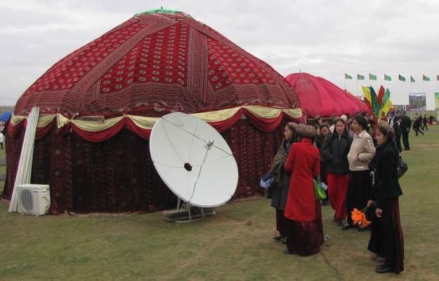W Turkmenistanie anteny satelitarne stały się towarem zakazanym /AFP