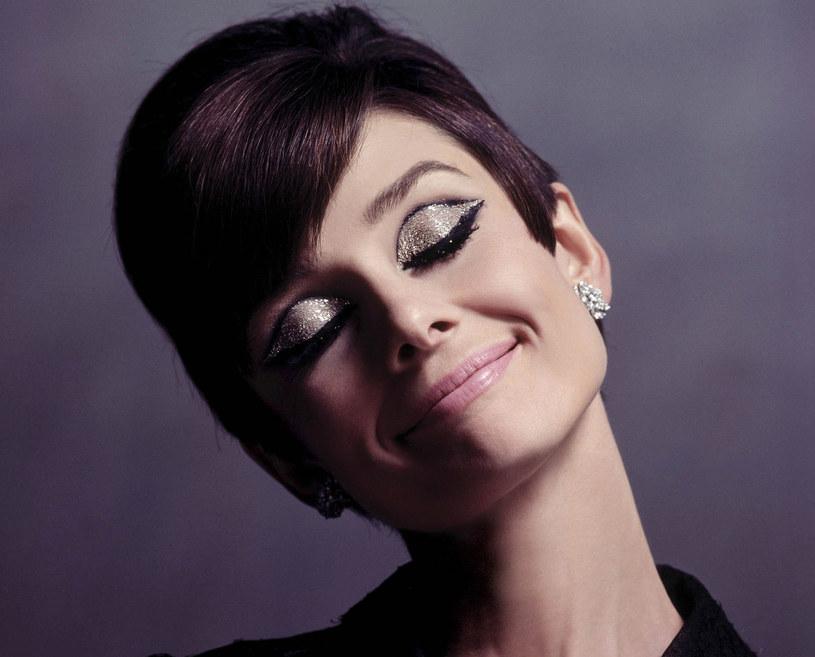 """W """"Two For The Road"""" Hepburn zachwyca, jak w każdym filmie - nie tylko aktorsko, ale i modowo /East News"""