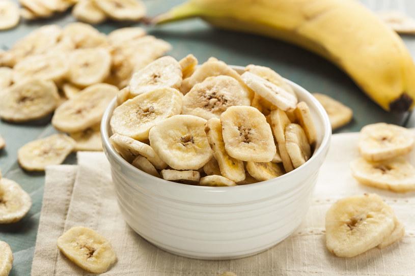 W twojej diecie powinny sie znaleźć m.in. banany /©123RF/PICSEL