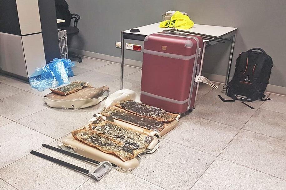 W tych walizkach ukryte były narkotyki /Straż Graniczna