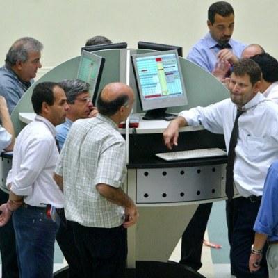 W tygodniu zakończonym 27.01 br. inwestorzy wycofali z funduszy rozwiniętych rynków akcji 9 mld dol. /AFP