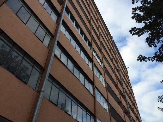 W tym bloku doszło do tragedii, fot. Kuba Kaługa /RMF FM