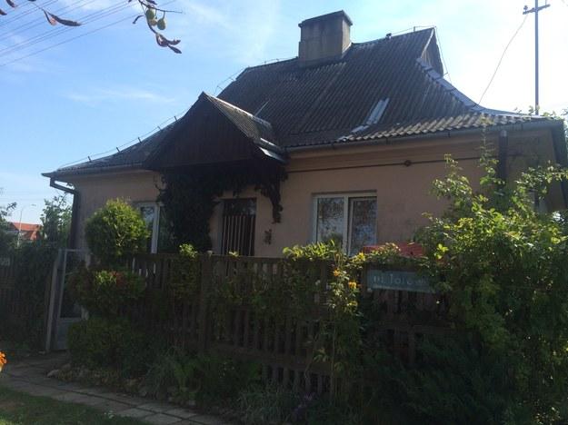 W tym domu mieszka obecnie pani Kazimiera z synem /Krzysztof Kot /RMF FM