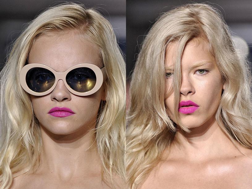W tym kolorze świetnie wyglądają blondynki /East News/ Zeppelin