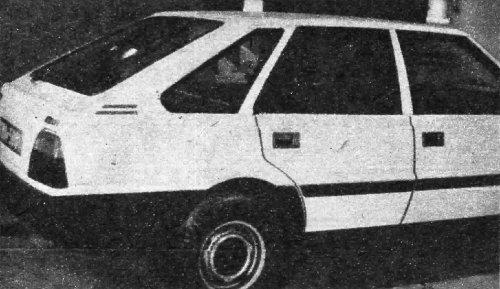 W tym prototypie zmieniono przetłoczenie tylnego błotnika i wprowadzono pokrywę bagażnika sięgającą do górnej krawędzi zderzaka. /Motor