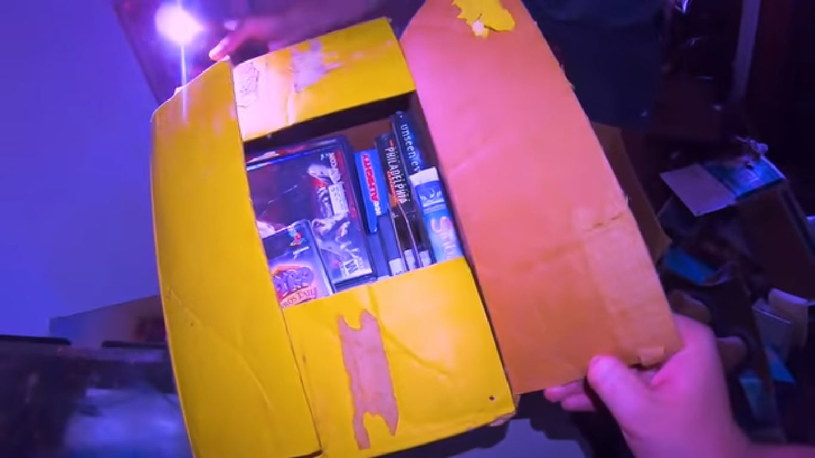 W tym pudełku znaleziono prawdziwe skarby / fot. youtube.com /materiały źródłowe