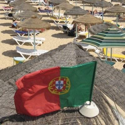 W tym roku dług publiczny Portugalii ma wzrosnąć z 76,6 procent PKB w 2009 r. do 85 procent PKB /AFP