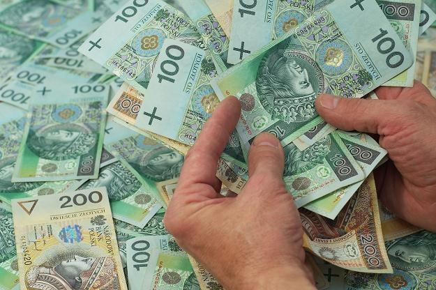 W tym roku klienci parabanków stracili 2,1 mld zł /©123RF/PICSEL