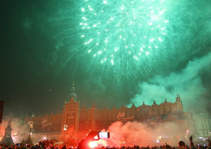 W tym roku nie będzie pokazu sztucznych ogni; na zdj. powitanie roku 2012 /Damian Klamka /East News