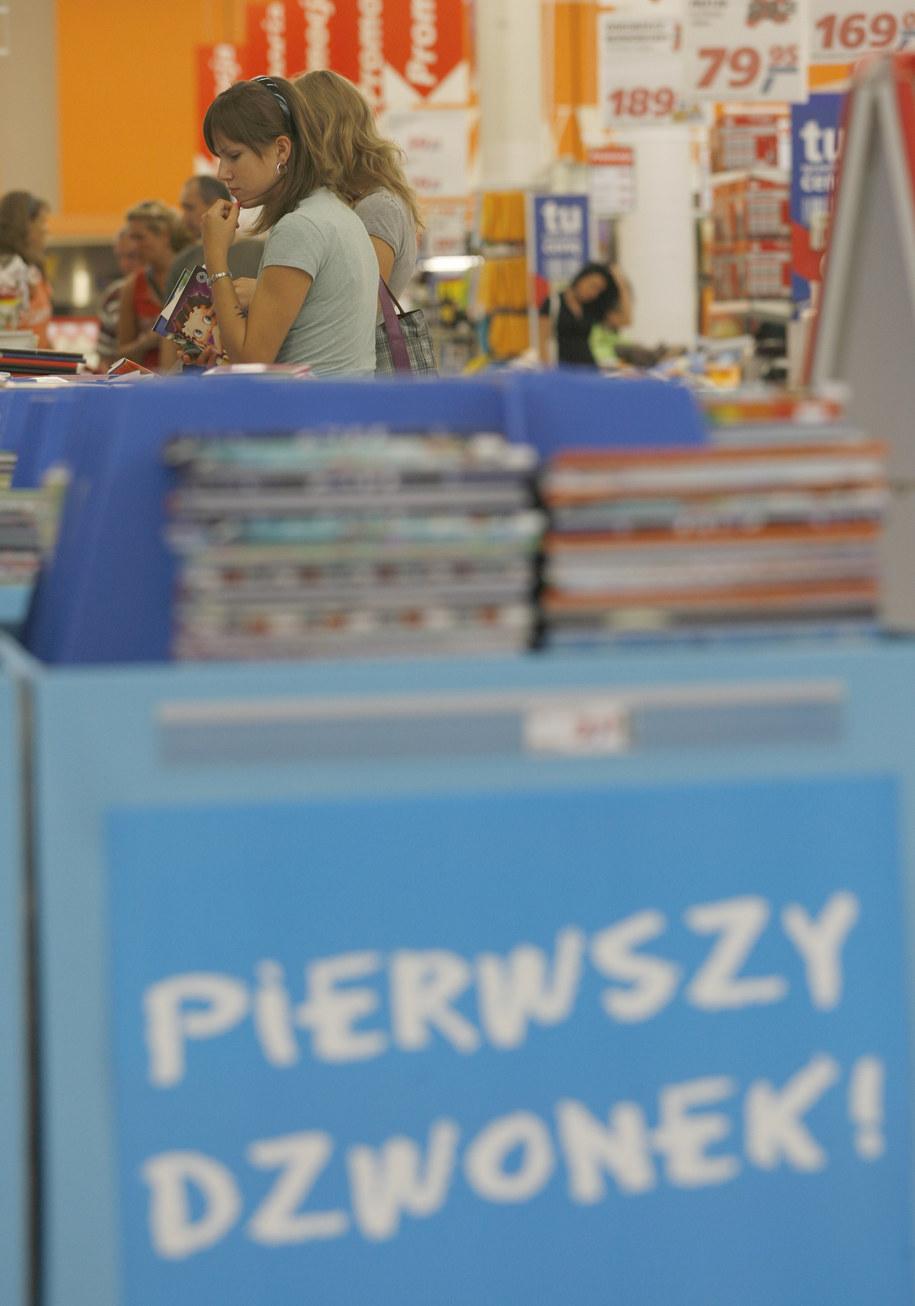 W tym roku resort edukacji przeznaczył 180 mln złotych na dofinansowanie zakupu podręczników /Andrzej Grygiel /PAP