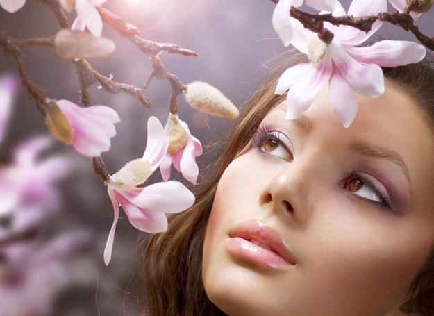 W tym sezonie stawiamy na wyrazisty makijaż, zwłaszcza oczu /123RF/PICSEL
