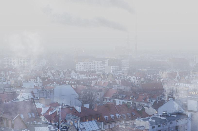 W tym tygodniu, w Polsce niektórych miejscach normy smogu zostały przekroczone nawet o 2000 proc. /123RF/PICSEL