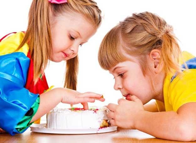 W tym wyjątkowym dniu podaj dziecku smakołyki przygotowane w domu /123RF/PICSEL