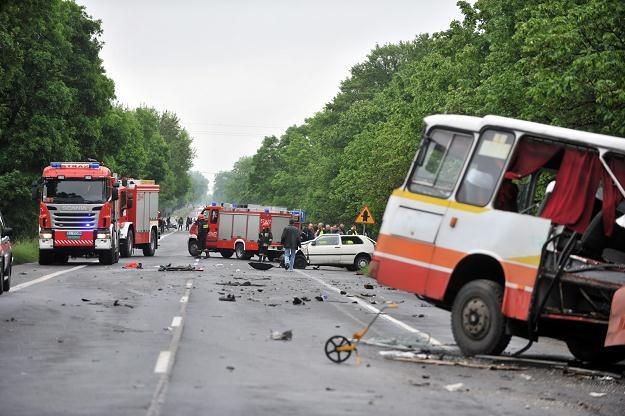 W tym wypadku spowodowanym przez pijanego kierowcę Golfa zginęły 2 osoby /PAP