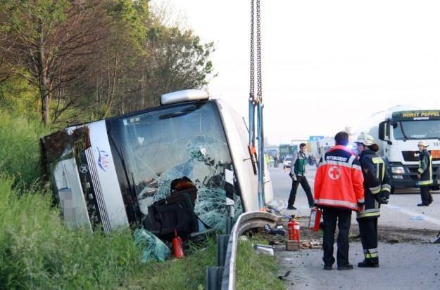 W tym wypadku zginęła jedna osoba, a dwie odniosły poważne obrażenia /PAP/EPA