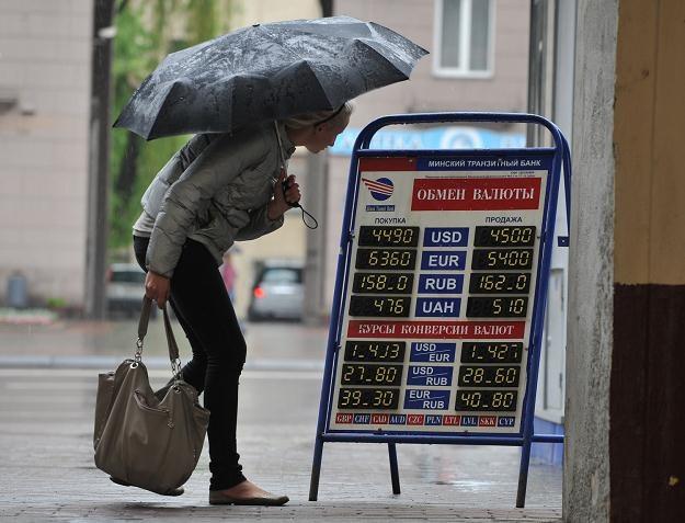 W ubiegłym roku białoruski rubel niemal 3-krotnie stracił na wartości /AFP