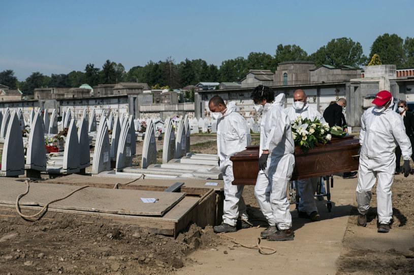 W ubiegłym roku we Włoszech zmarło blisko 750 tys. osób /Stefano Guidi /Getty Images