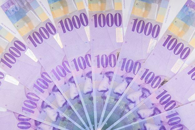 W umowach kredytów frankowych banki narzucały kredytobiorcom ustalane przez siebie tabele kursowe /©123RF/PICSEL