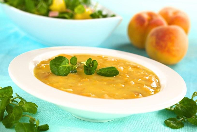 W upalne dni możesz przygotować zupę z brzoskwiń na zimno /123/RF PICSEL /123RF/PICSEL
