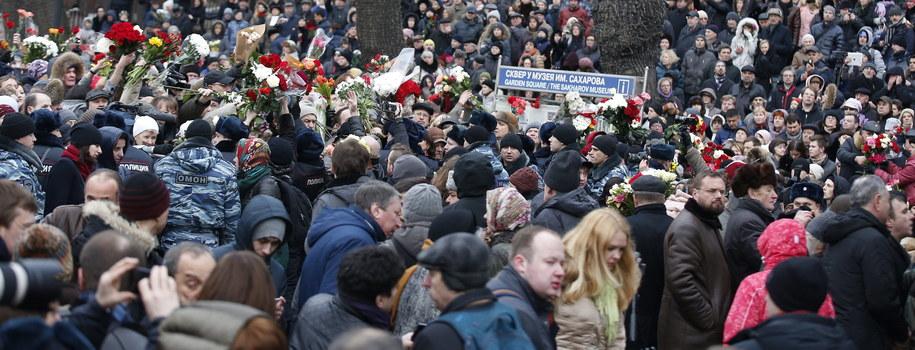 W uroczystościach pogrzebowych Niemcowa uczestniczą tysiące Rosjan /Sergei Ilnitsky /PAP/EPA
