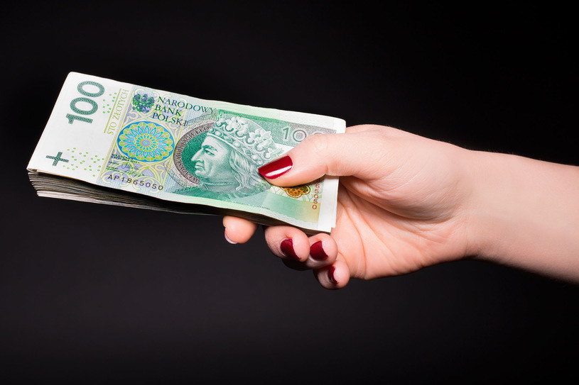 W urzędach brakuje transparentności przy wypłacie bonusów /123RF/PICSEL