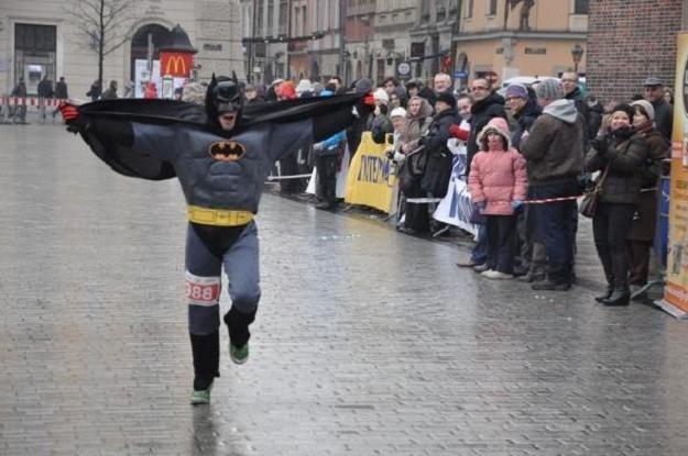 W VIII Biegu Sylwestrowym startował też Batman. /Informacja prasowa