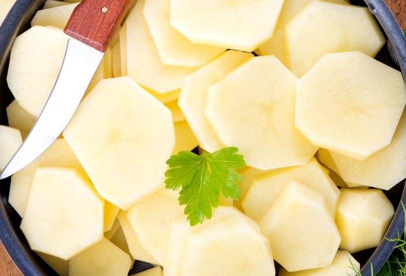 W walce z rdzą można wykorzystać także ziemniaki! /123RF/PICSEL