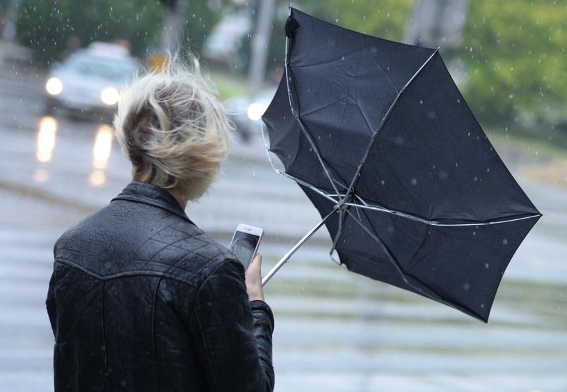 Burze z gradem nad Polską. IMGW ostrzega